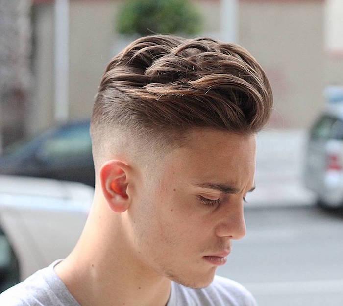 coiffure ado garçon tendance a la mode mèches pompadour hipster