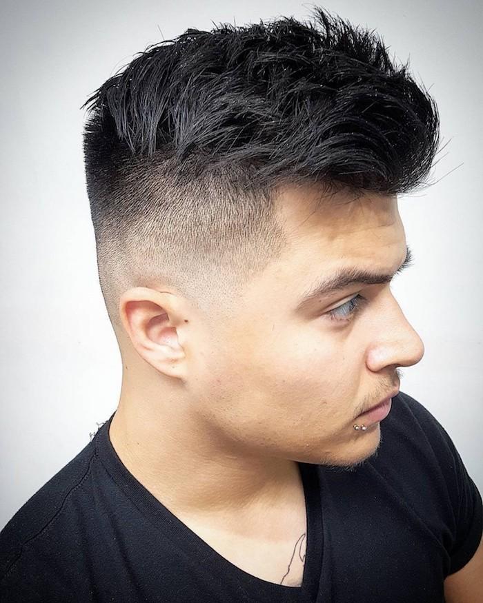 coupe cheveux style indien noirs court sur les cotés long dessus