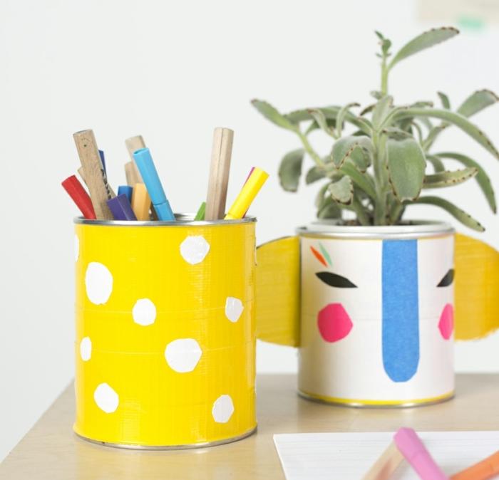 deco-boite-conserve-customisée-motifs-masking-tape-idée-comment-fabriquer-un-pot-à-crayon-soi-meme-deco-joyeuse-bureau-ecolier
