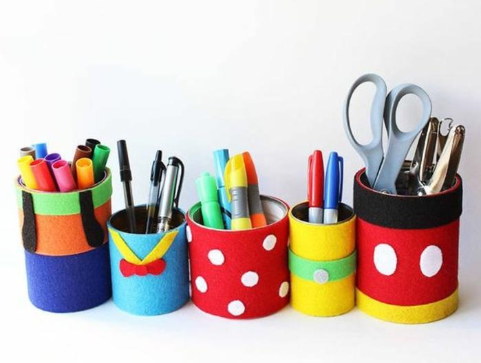 deco-boite-conserve-pot-a-crayon-customisé-avec-des-bandes-de-tissu-idée-comment-créer-un-rangement-bureau-soi-meme