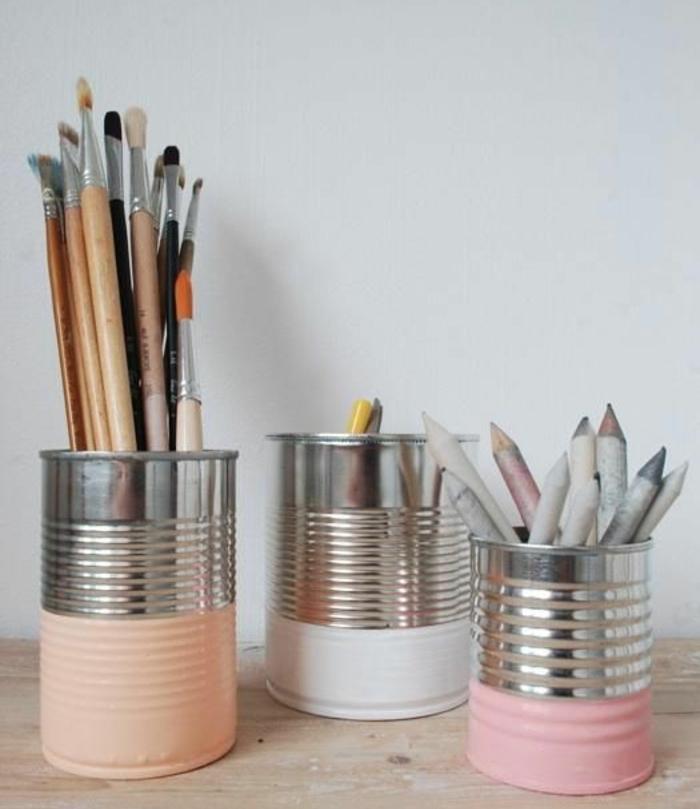 deco-boite-conserves-des-boites-conserve-recyclées-et-peintes-en-couleurs-diverses-rangements-pour-crayons-et-pinceaux-deco-bureau
