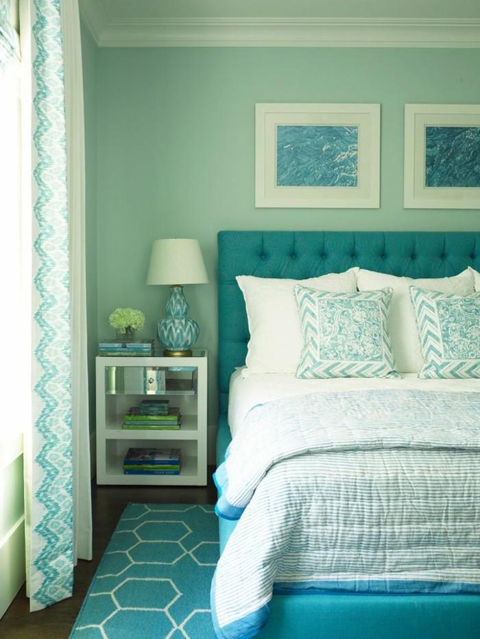couleur chambre parental, tapis formes géométriques, grande fenêtre, coussins décoratifs