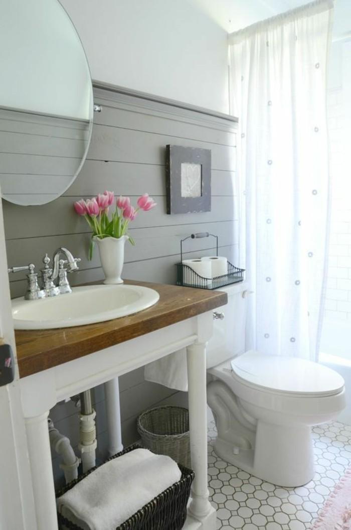 deco-cocooning-vase-tulipes-miroir-lavabo-serviette-panier-rideaux-peinture
