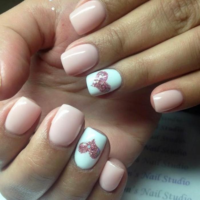 deco-ongle-gel-coeurs-brillants-ongles-nudes-et-blancs-saint-valentin