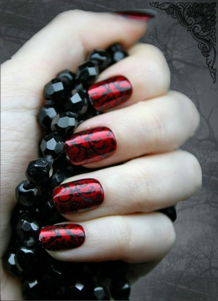 deco-ongle-manucure-noire-et-rouge-pour-la-saint-valentin-bracelet