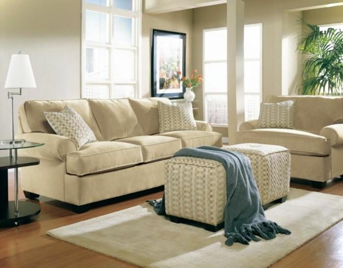 feng shui maison, parquet en bois, lampe blanche, couverture à franges, tapis beige
