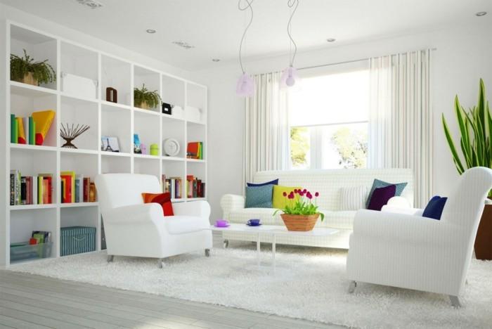 aménager son salon, bibliothèque blanche, coussins en couleurs vives, lampes rose