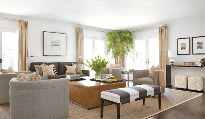 feng shui salon, rideaux et coussins beige, parquet en bois foncé, murs blancs