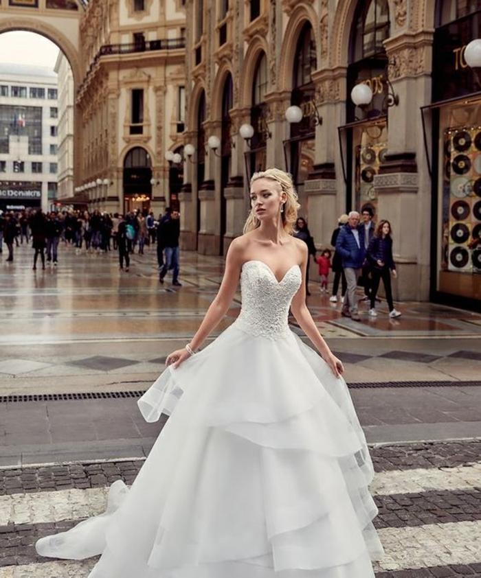 dentelle-robe-de-mariée-simple-très-jolie-pour-mariage-stylé-à-milan
