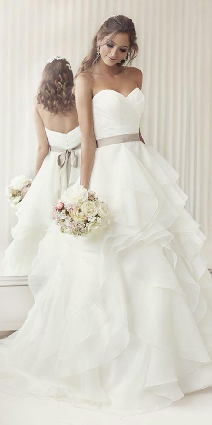 dentelle-robe-de-mariée-simple-très-jolie-pour-mariage-stylé