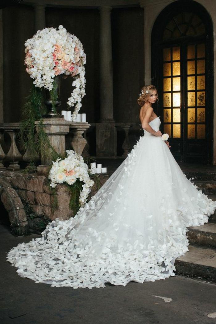 dentelle-robe-de-mariée-simple-très-jolie-pour-mariage-stylé-dos