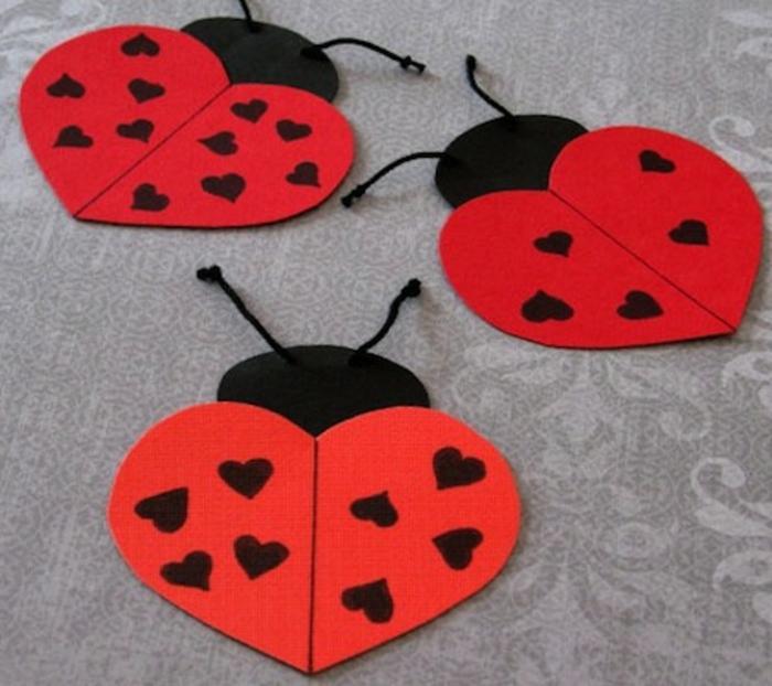 des coccinelles en papier en rouge et noir, idée activité créative maternelle primaire, bricolage enfant facile
