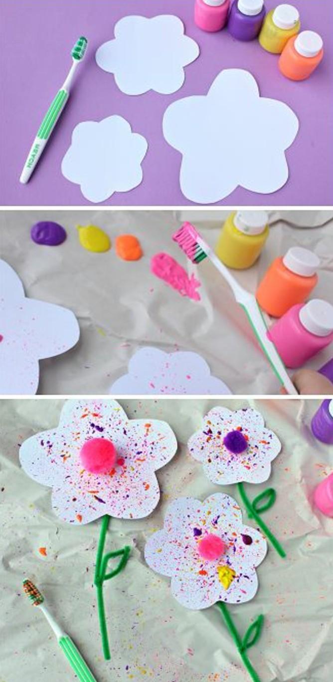 des-fleurs-en-papier-blanches-technique-peinture-avec-une-brosse-à-dents-idée-aactivité-manuelle-maternelle