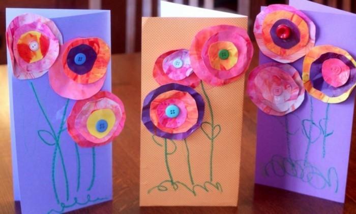 une carte avec des fleurs composées de cercles en papier, centre bouton, idée activité créative maternelle, carte à offrir pour la fête des mères
