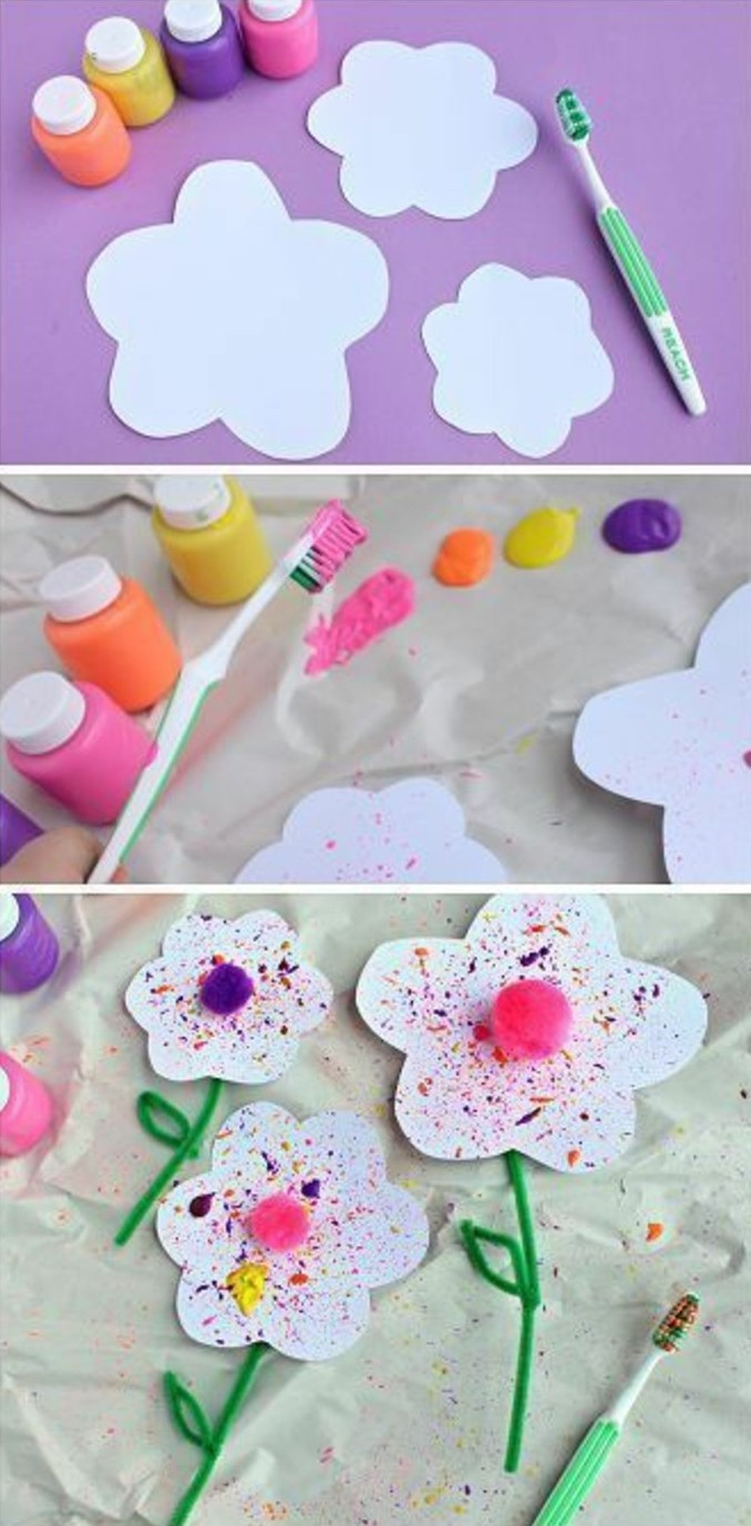trchnique peinture à l'aide de brosse à dents, des fleurs décorés avec de la peinture et de petits pompons, activité manuelle printemps maternelle