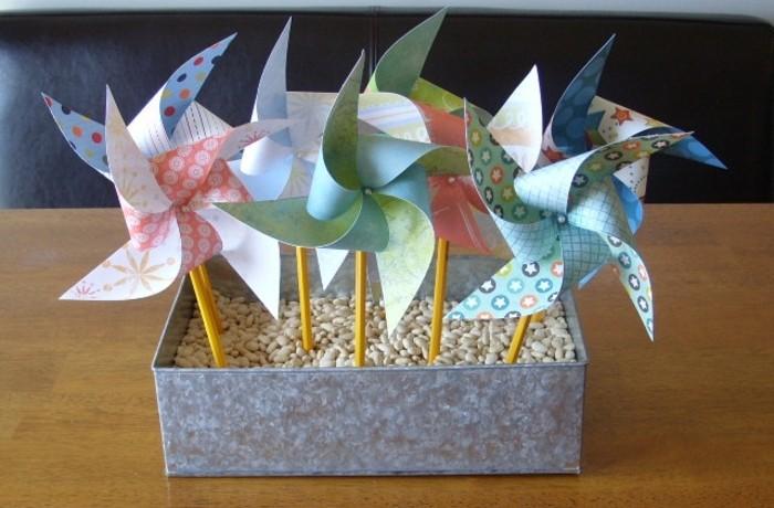 des-moulins-à-vent-une-autre-idée-activité-manuelle-maternelle-primaire-des-moulins-à-vent-multicolores-motifs-floraux-a-faire-soi-meme