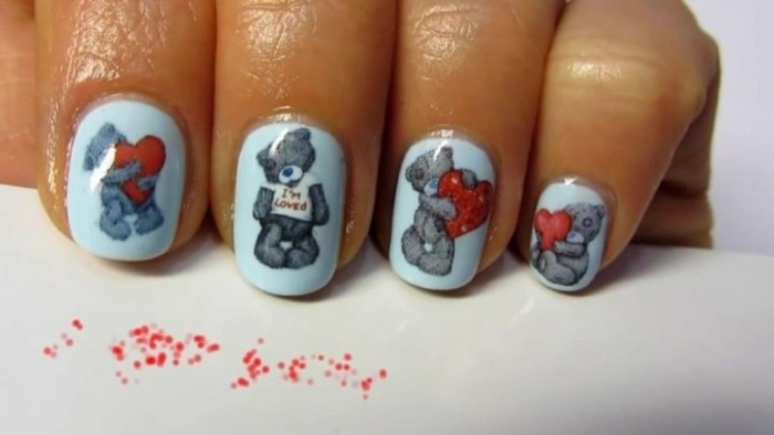 dessin-sur-ongle-manucure-blanche-avec-deco-ours-amour-coeurs-rouge