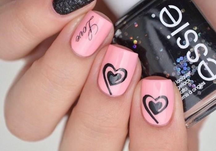dessin-sur-ongle-manucure-rose-avec-coeurs-noirs-imitation-dentelle