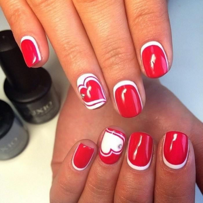 dessin-sur-ongle-manucure-rouge-et-blanc-coeurs-cristaux