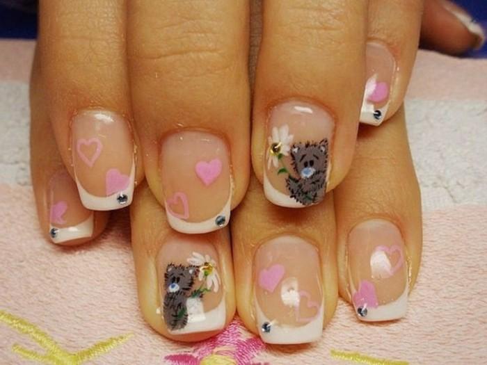 dessin-sur-ongle-manucure-transparent-avec-deco-ours-amour-coeurs-rose
