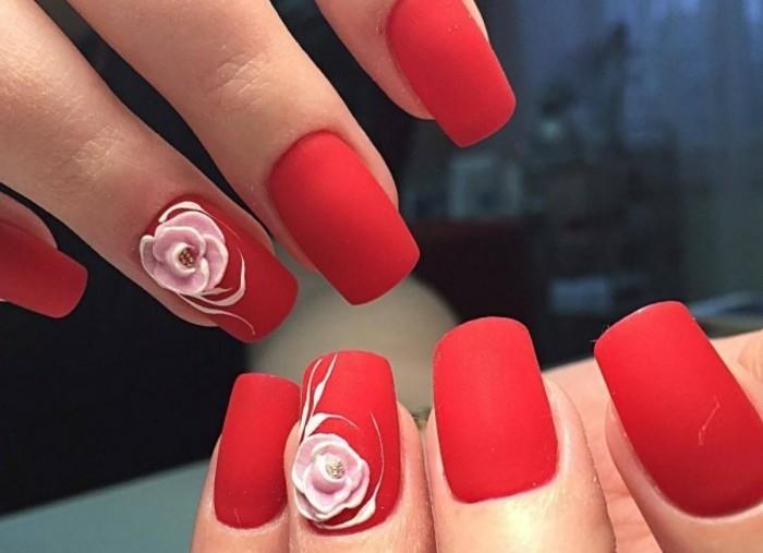dessin-sur-ongle-manucure-vernis-rouge-rose-nail-art-saint-valentin