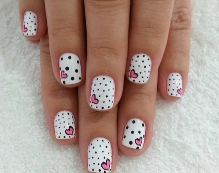 dessin-sur-ongle-nail-art-manucure-blanche-points-noirs-coeurs-rose