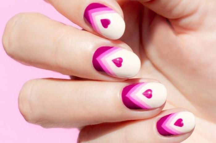 dessin-tres-facile-a-faire-nail-art-coeurs-violettes-onles-blancs-motifs-triangulaires