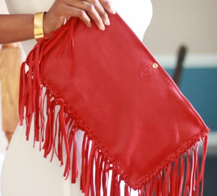 diy-pochette-a-frange-couleur-rouge-idée-accessoire-femme-pochette-de-soirée-a-combiner-avec-une-tenue-stylée