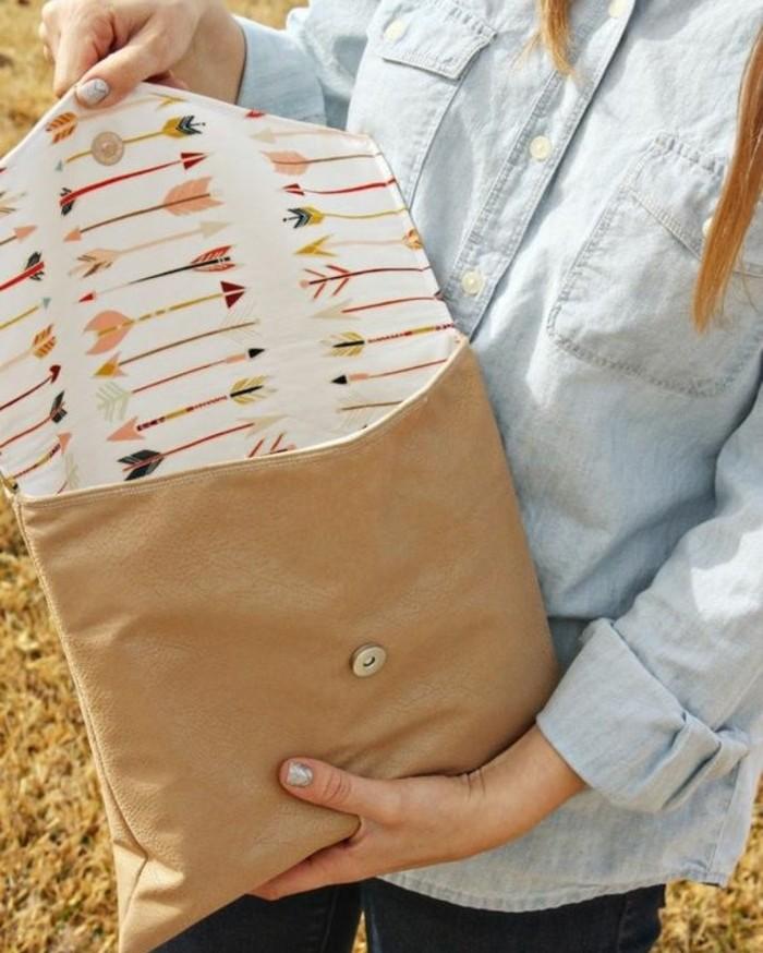 diy-pochette-en-cuir-avec-une-doublure-à-motifs-flèches-idée-comment-faire-une-pochette-accessoire-femme-soi-meme