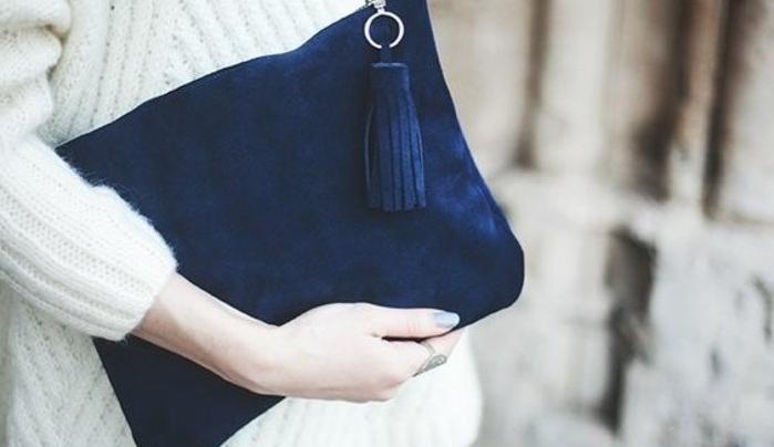 diy-pochette-en-velours-bleu-idée-accessoire-femme-a-fabriquer-soi-meme-pochette-soirée-élégante