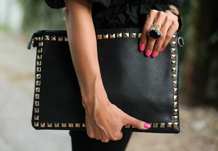 diy-pochette-style-formel-pochette-noire-décorée-idée-d-accessoire-femme-pour-des-evenements