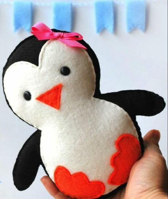 doudou-a-faire-soi-meme-modele-doudou-penguin-en-tissu-rempli-de-coton-idée-cadeau-enfant-diy
