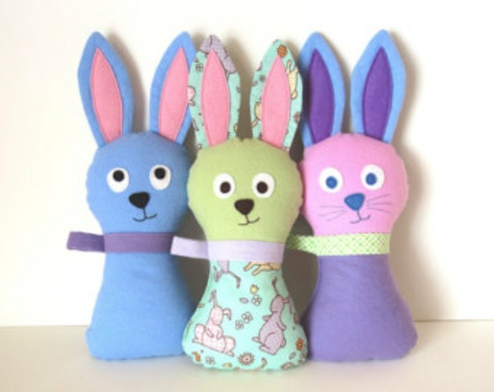 doudou-a-faire-soi-meme-tuto-doudou-lapin-patron-simple-doudou-bébé-fait-maison-multicolore-diy