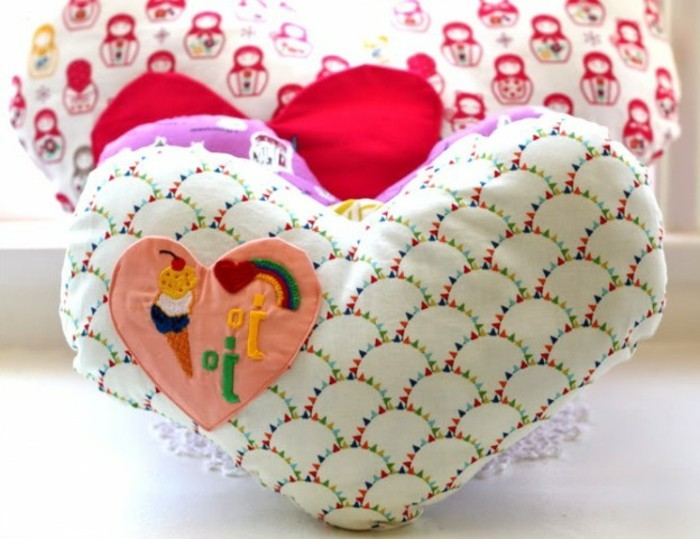 doudou-fait-main-coeur-tissu-multicolores-décoration-personnalisée-coussin-doudou-personnalisé-a-faire-soi-meme-cadeau-anniversaire