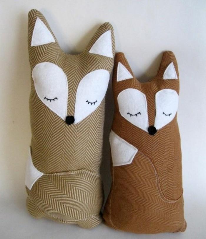 doudou-fait-main-un-exemple-de-doudou-renard-couleur-gris-et-marron-modele-doudou-a-offrir-à-un-enfant