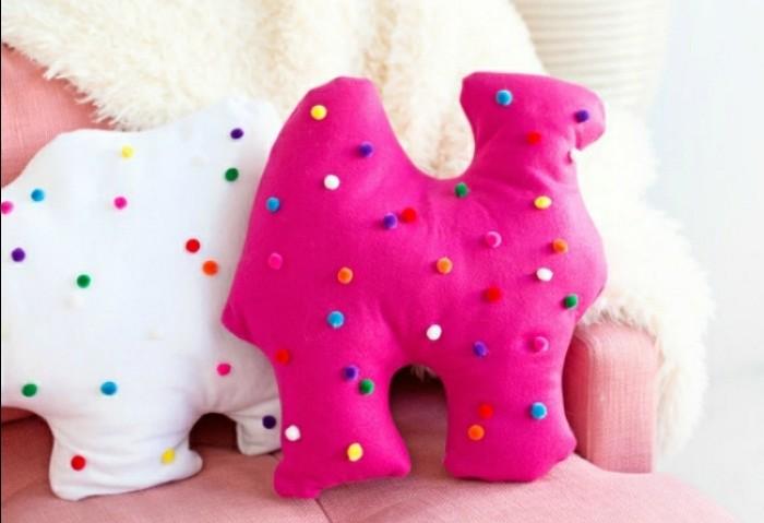 doudou-fait-maison-fromadaire-rose-ou-blanc-a-petits-boules-points-multicolores-animaux-diy-remplis-de-coton