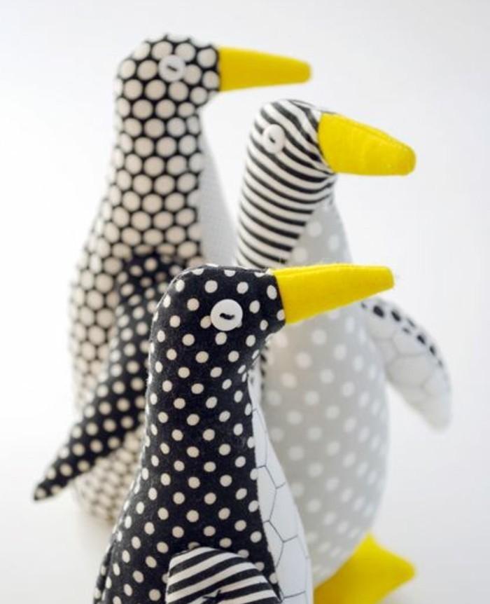 doudou-penguin-facile-a-realiser-a-l-aide-d-un-patron-doudou-idée-de-cadeau-enfant-doudou-personnalisée-diy