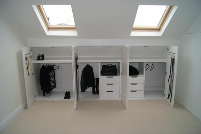 meuble sous pente bas, des placards, munies de penderie, tiroirs, idée comment organiser ses vêtements, chaussures et accessoires