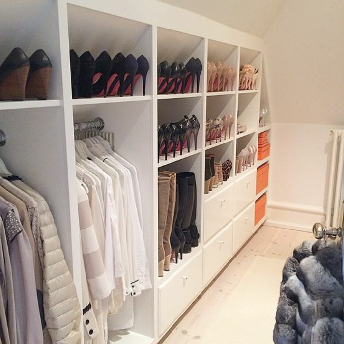 1001 id e pour un dressing sous pente gain de place - Photo dressing sous pente ...
