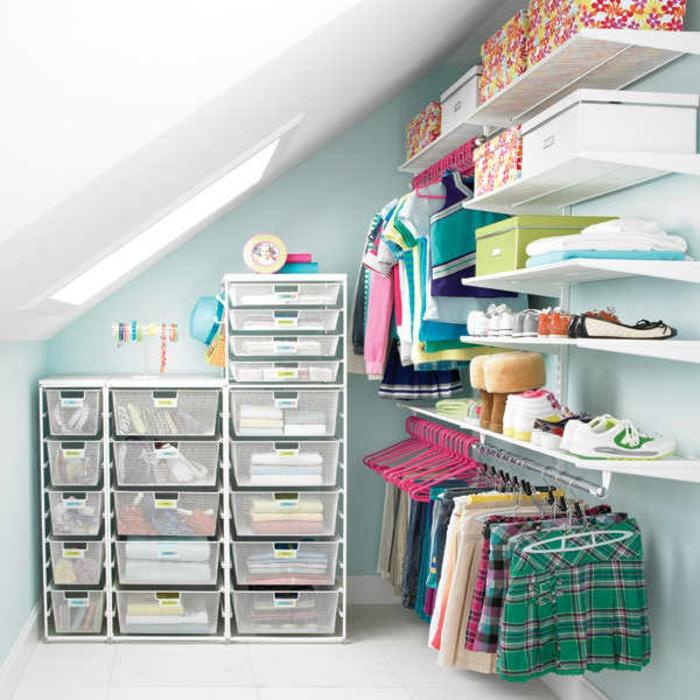 rangement sous pente, différents compartiments, étagères, cases modulables, boites à vêtements, penderie