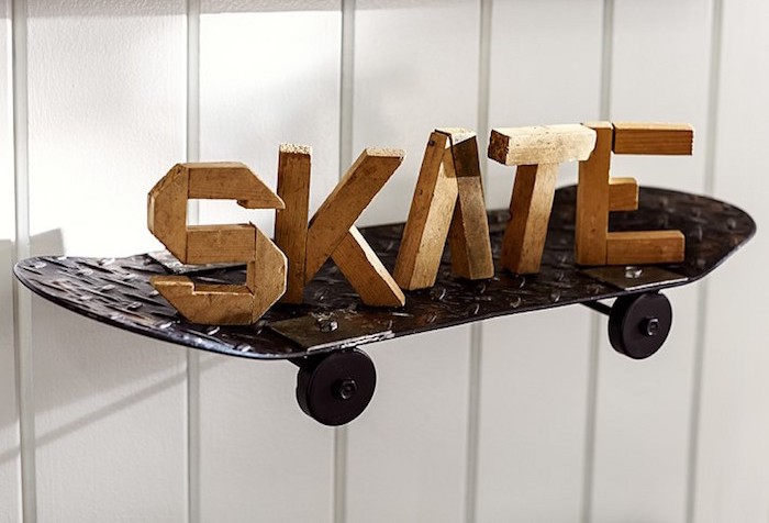 étagère planche skate metal idee deco mur etageres murales