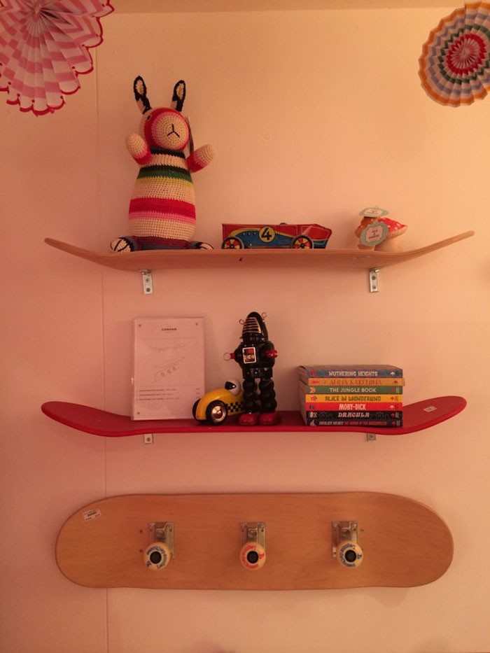étageres enfant chambre ado idecoration planches mur skateboard