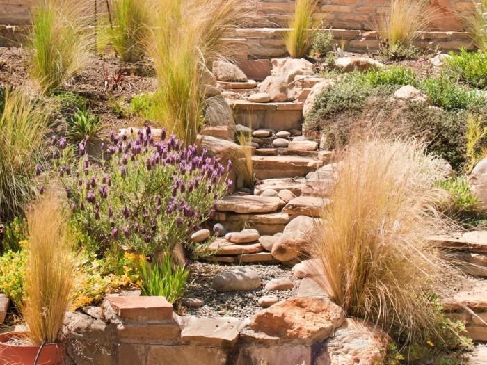 escalier-en-pierre-entouré-de-rocaille-jardin-miniature-grosses-pierres-arbustes-vertes-et-fleurs-idee-comment-amenager-un-jardin-soi-meme