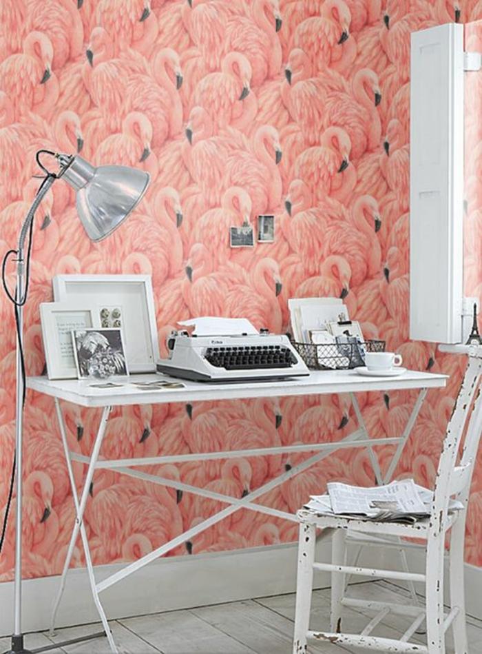 espace-bureau-girly-déco-blanc-et-rose-papier-peint-mural-flamant