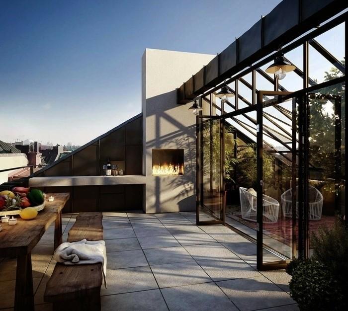 exemple de terrasse tropézienne des dalles en béton, table et banc en bois, cheminée, vue fantastique