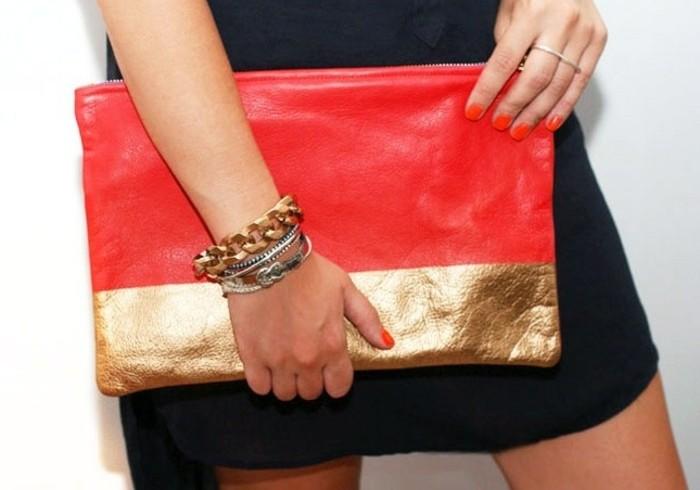 exemple-pochette-soirée-couleur-rouge-avec-une-bande-couleur-dorée-idée-tuto-pochette-diy-pour-une-femme