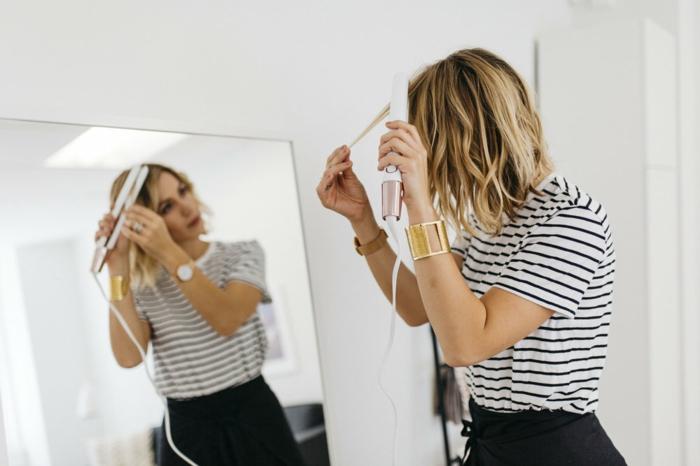 faire-des-boucles-avec-un-fer-à-lisser-coiffure-courte-montre-bracelet-or