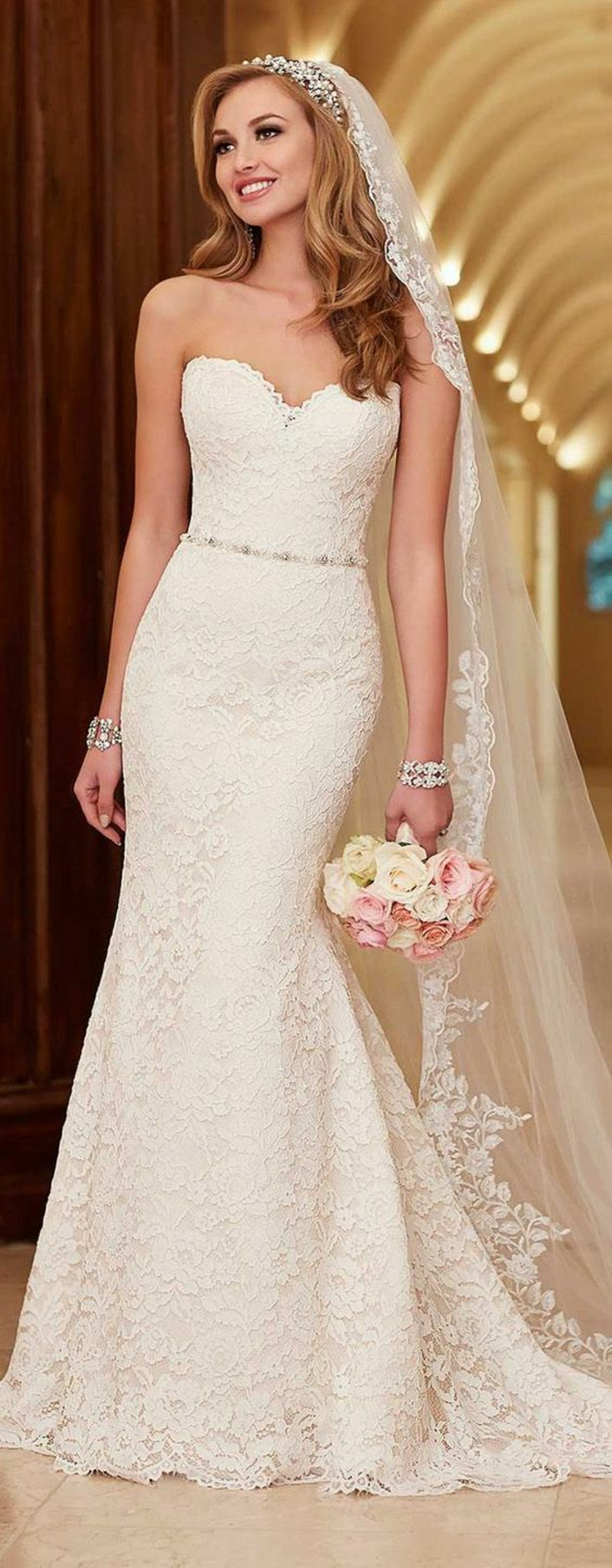 fantastique-robe-mariée-dentelle-robe-de-mariée-sirène-beauté-féminine
