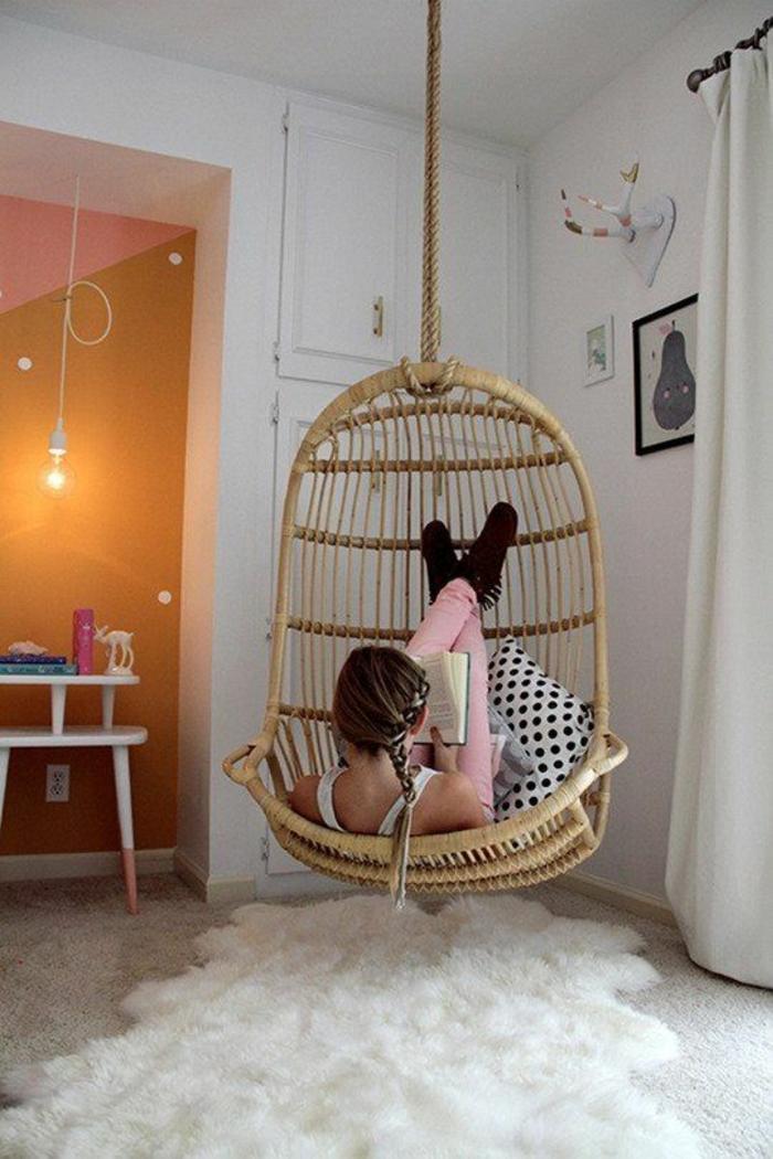 fauteuil-en-bois-suspendu-chambre-ado-fille-moderne-et-cocooning