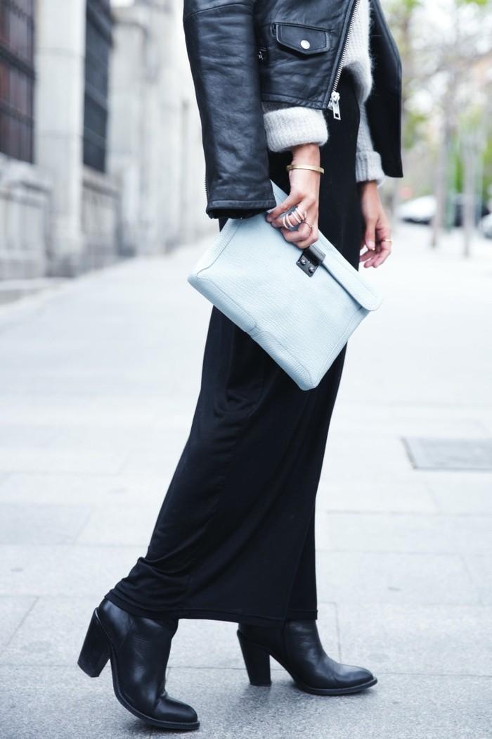 robe bottine, jupe longue noire, veste en cuir, pull over gris, sac à main, bijoux